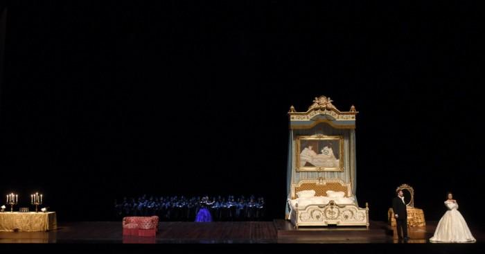 la-traviata-de-maria-agresta-embrase-lopera-bastille