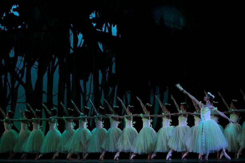 Cuerpo-de-baile-del-2do-acto-de-GISELLE-Foto-Nancy-Reyes